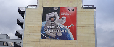 Teclimb Projekt Banner auf Fassade für den TV-Sender VOX