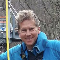 Gerhard Spescha vom Teclimb Team in einem Seilgarten